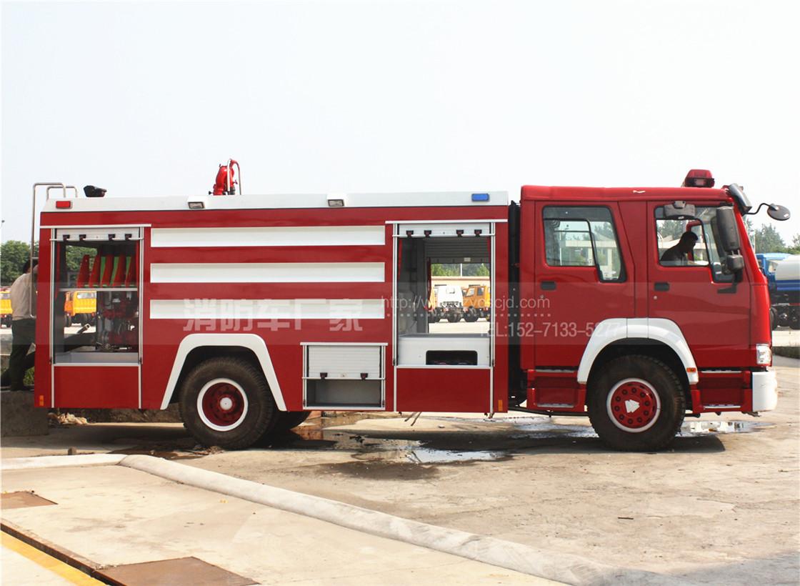 重汽豪沃10吨水罐消防车