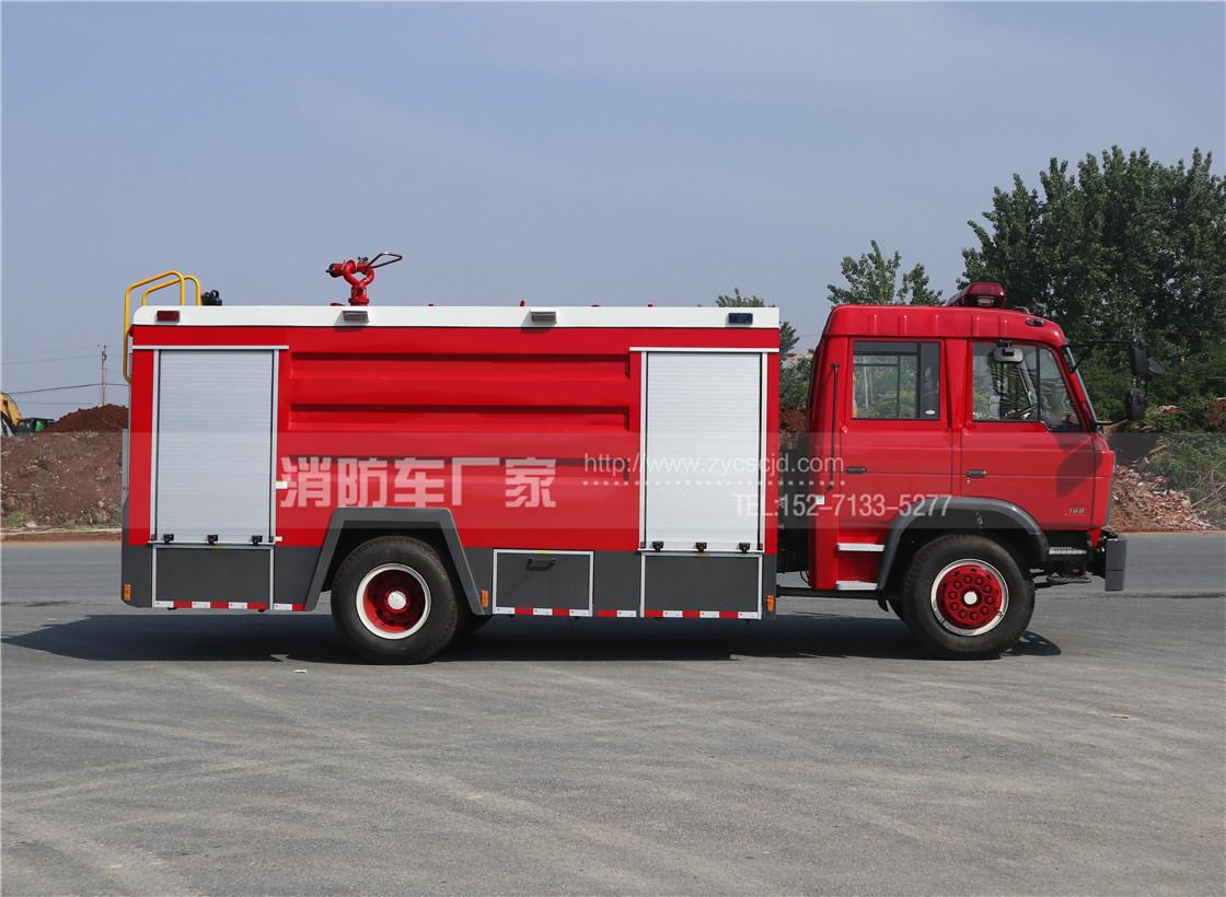 东风153双排座8吨水罐消防车