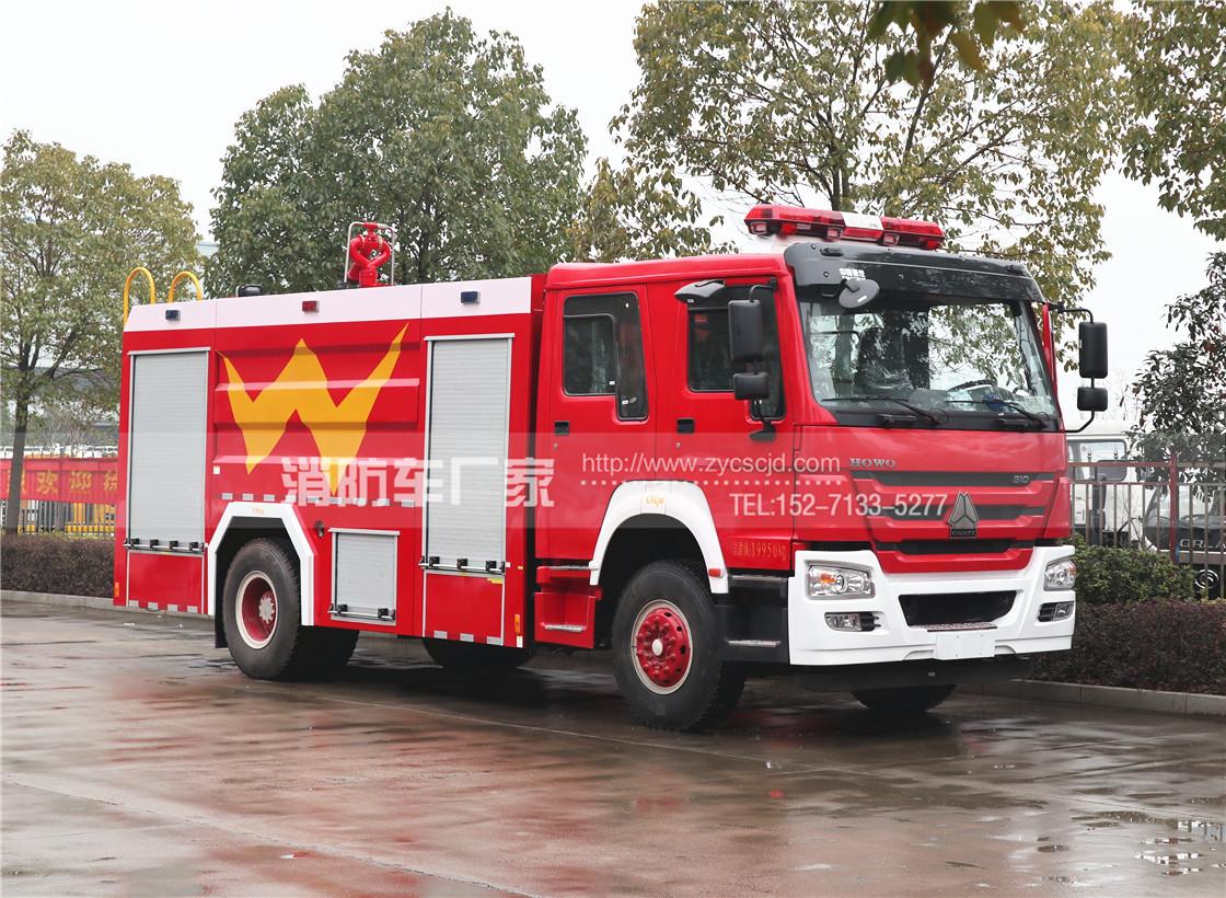 消防队专用重汽8吨泡沫消防车
