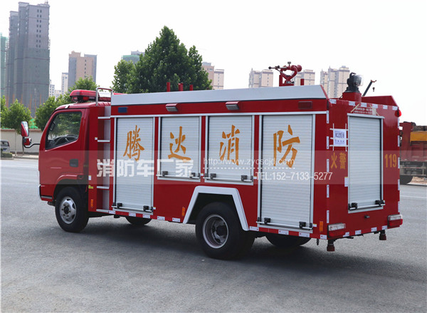 东风单排座3吨水罐消防车
