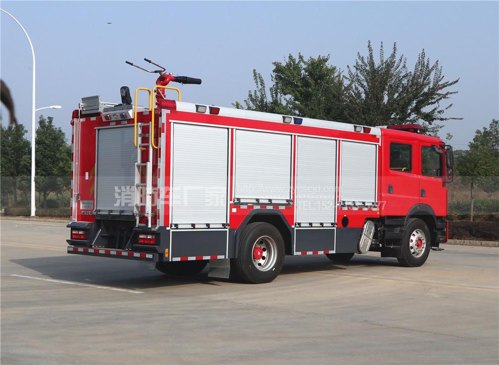 国六东风7吨水罐消防车