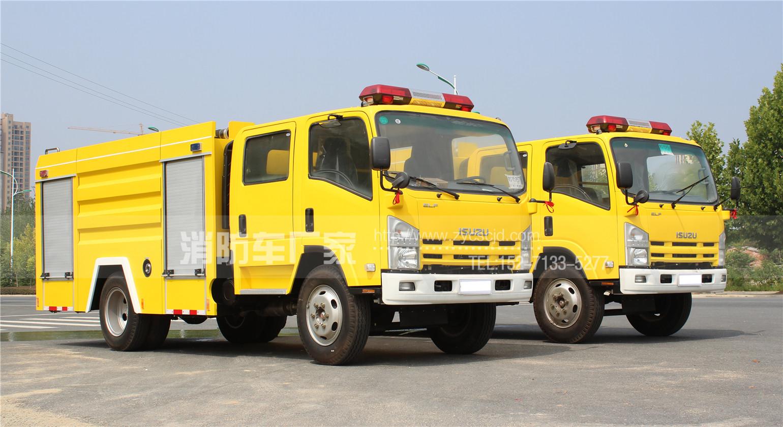 迪拜客户第一次采购五十铃4吨泡沫消防车