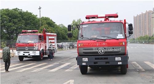 河南郑州消防车用户:定制东风8吨和12吨泡沫消防车